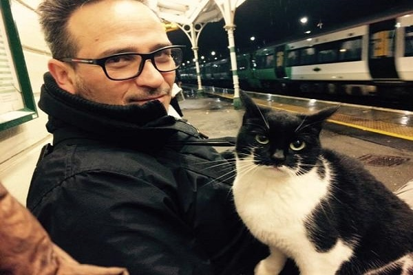 Cat Comes to Train Station Every Day To Greet Travelers