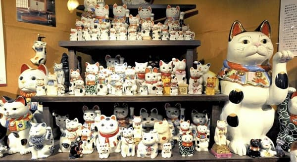 Lucky Cats Invite Blessings: The Colorful, Myriad World of Feline Figures