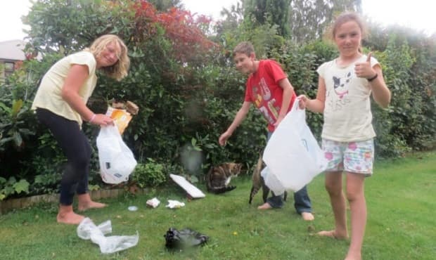 Alexia Mackenzie, 9, Kheelan Balona, 13 and Ayla Balona, 10 are some of Queenstown cat rescue volunteers fundraise to by picking up rubbish on the streets, $20 per kilometer.