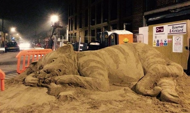 South London Artist Sculpts Giant Cat Eating Broccoli to Protest Gentrification