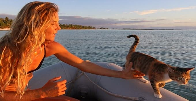Woman and Her Cat Literally Sailing Around the World and Having the Best Time Doing It!