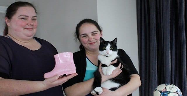 Cat Burglar 'Slinky Malinki' Has Penchant for Pilfering!