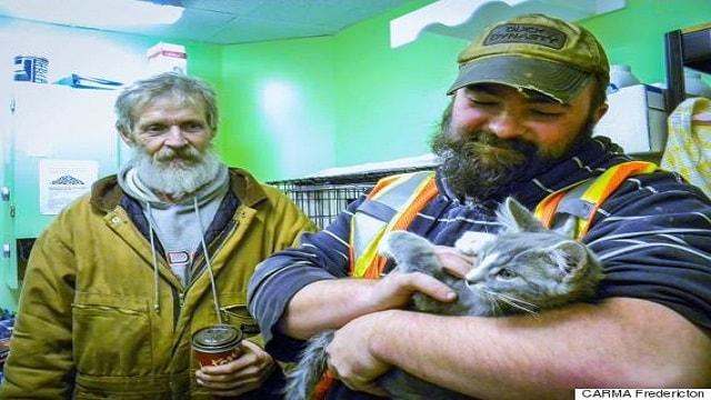 Trash Men Rescue Frozen, Urine-Soaked Kitten From Snowbank!
