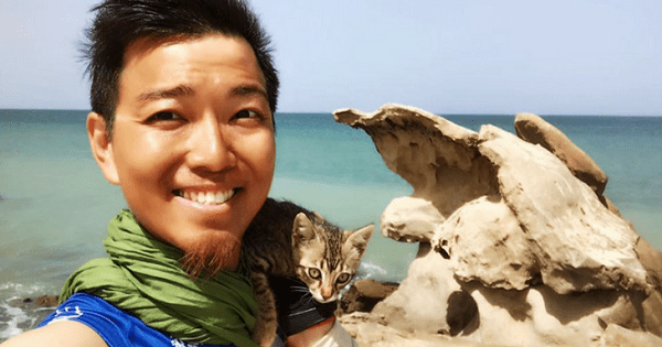 While This Man Was Crossing The Sahara Alone, He Made A New Friend!